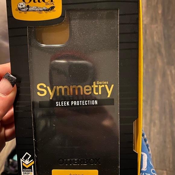 iPhone 11 Pro Max otter box